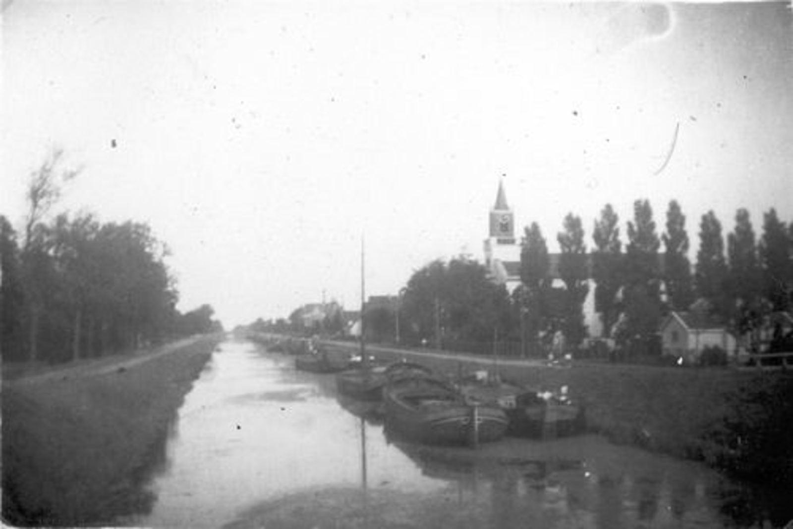 Hoofdweg O 0780± 1946± NH Kerk met Schuiten