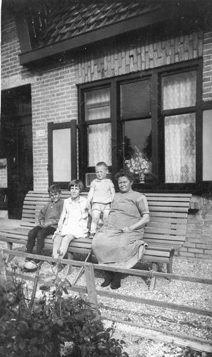 Hoofdweg O 1244 1930- met fam Struik