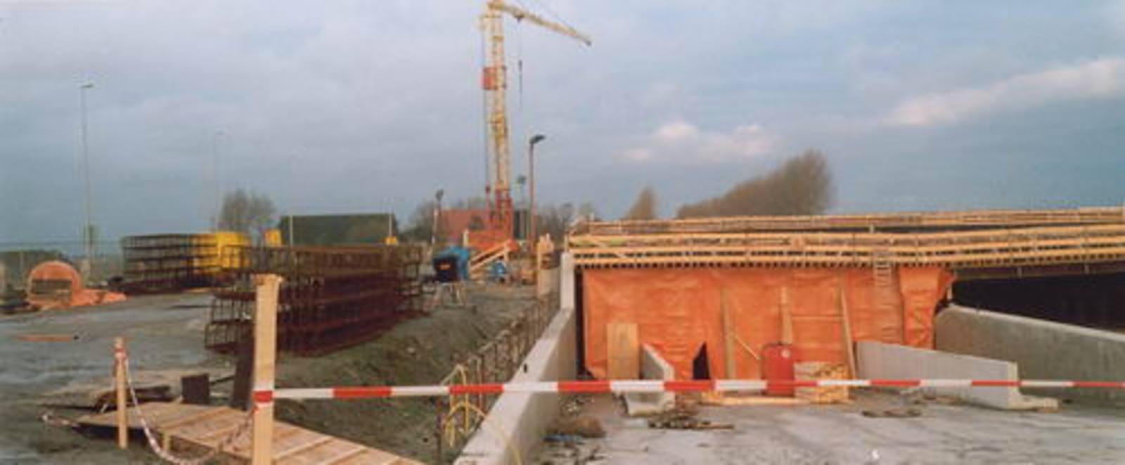 Hoofdweg W 0370± bouw Viaduct Taxibaan Schiphol 01