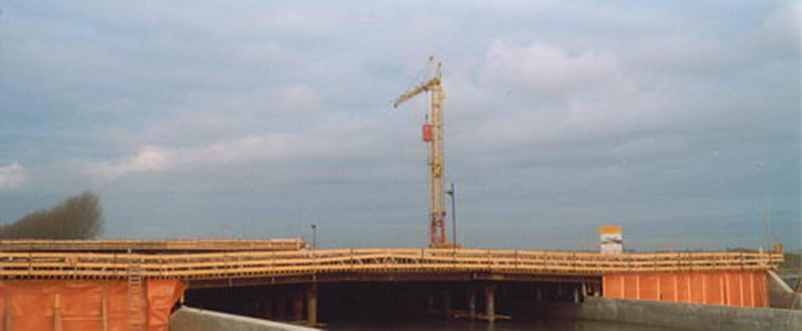 Hoofdweg W 0370± bouw Viaduct Taxibaan Schiphol 02