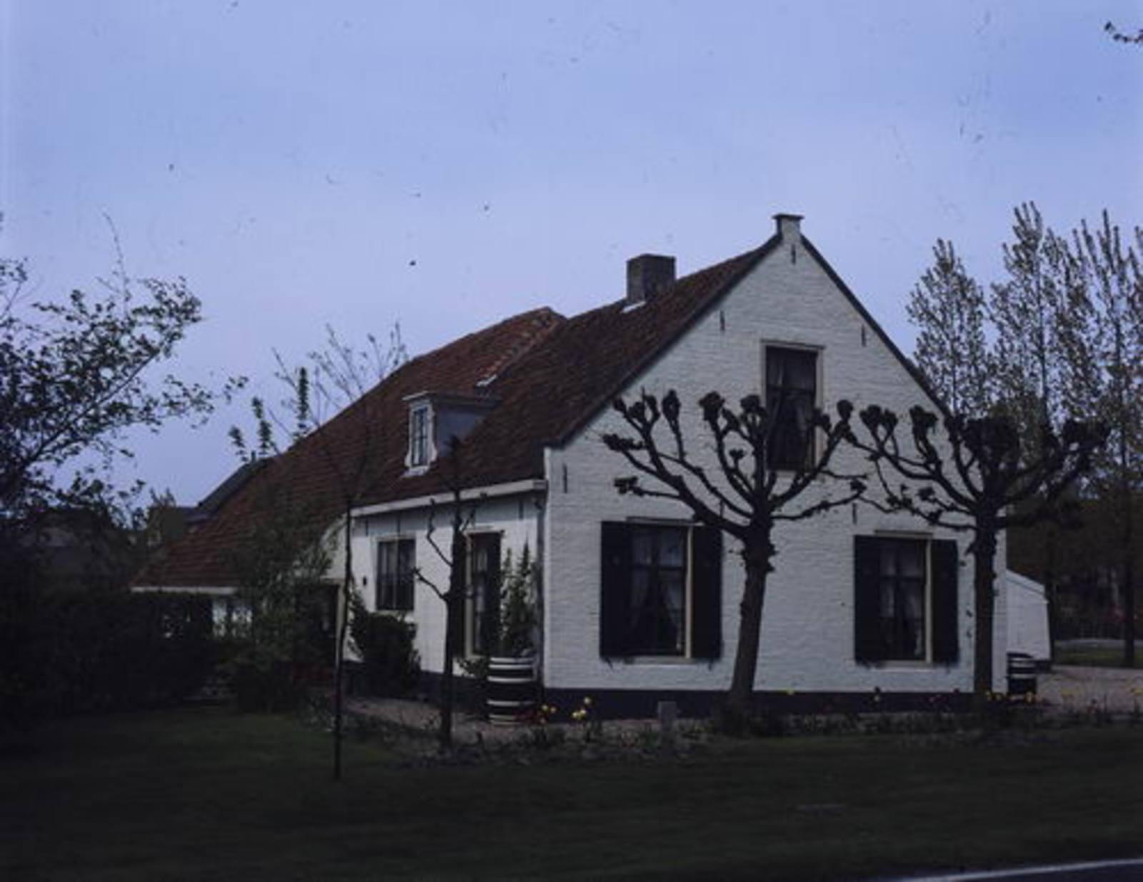 Hoofdweg W 0743 1980 Witte Boerderij 02