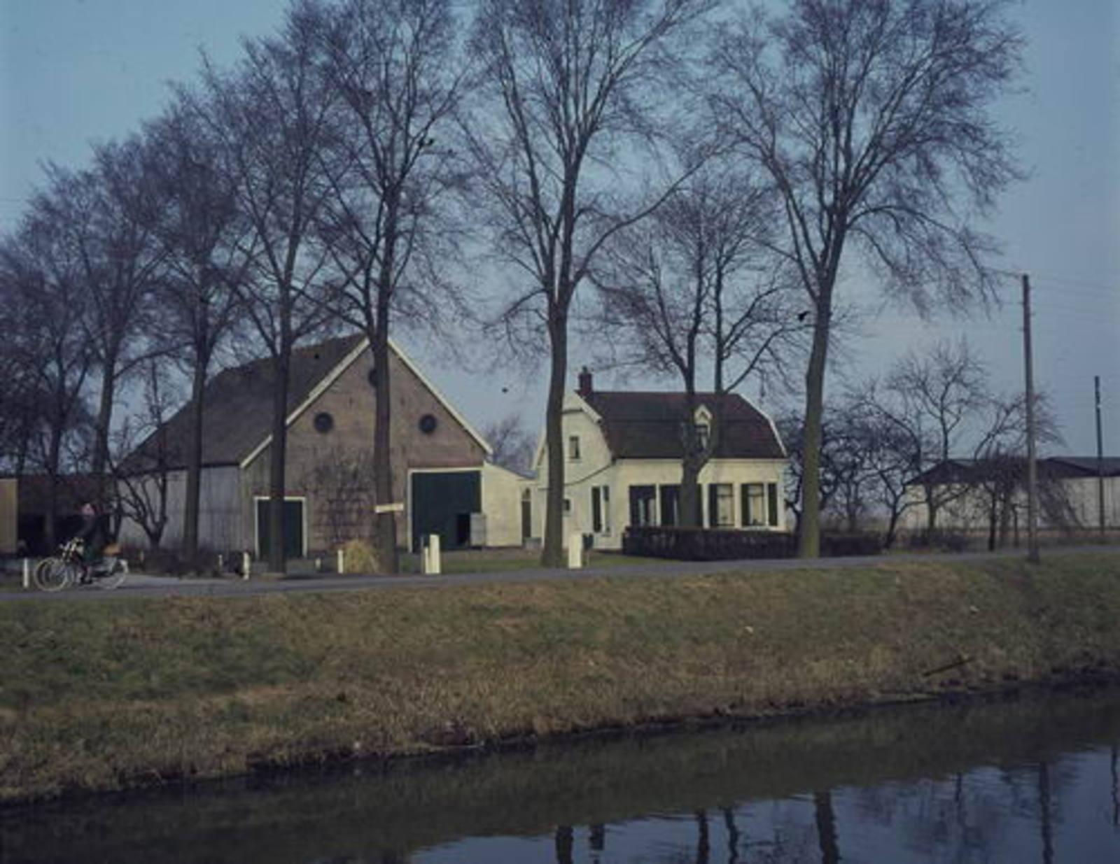 Hoofdweg W 0817 1976 Boerderij Zorg en Vlijt.bmp