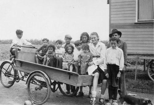 Hoofdweg W 1169 194_ Zigeuner Woonwagens achter Politiebureau 02