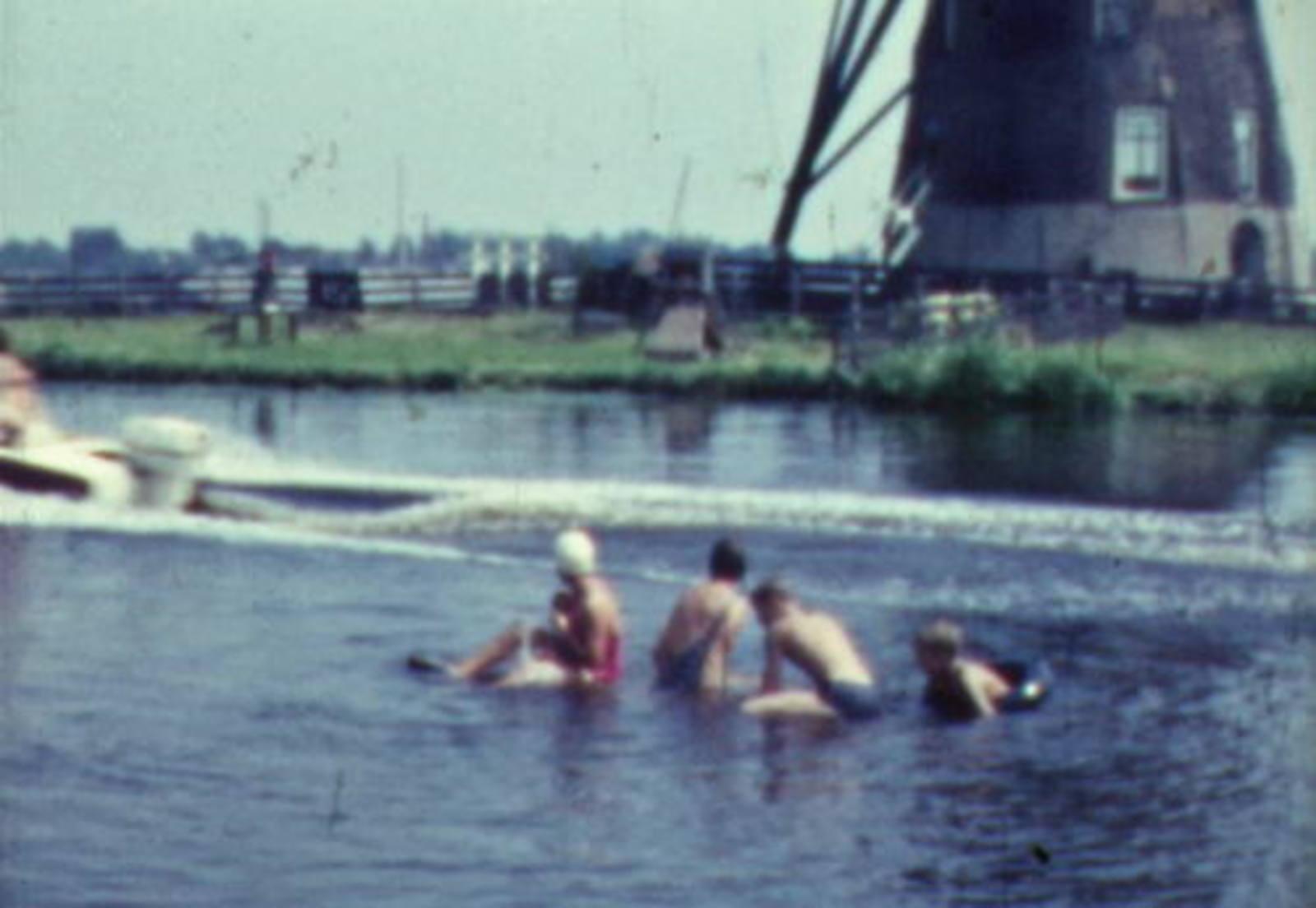 Huigsloterdijk 0108± 1960-63 Fam Roodenburg zewmt in Ringvaart 02