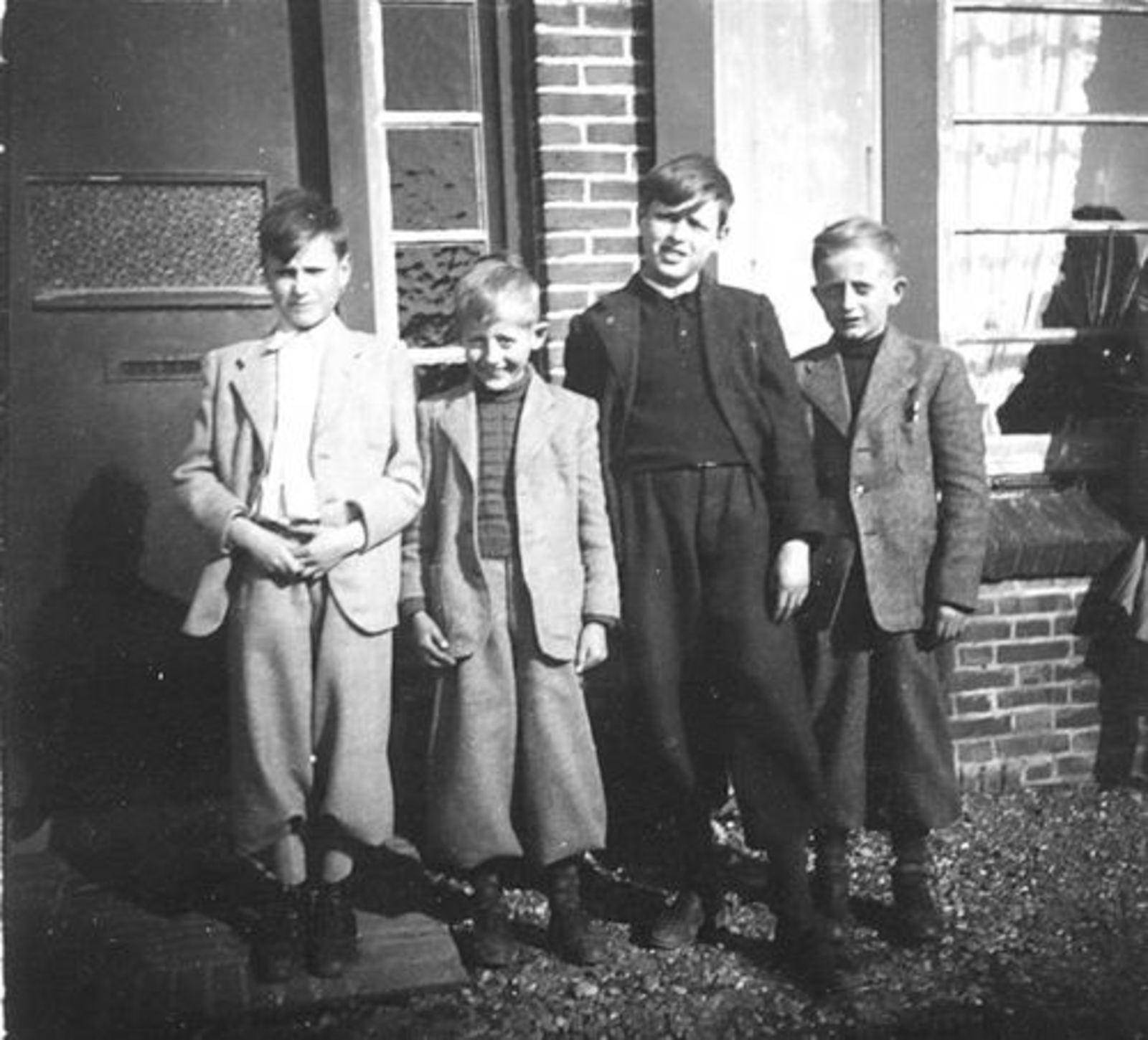 Huijsmans Anthonius J 1910 19__ zoons Bart en Wim met gebr Koeckhoven