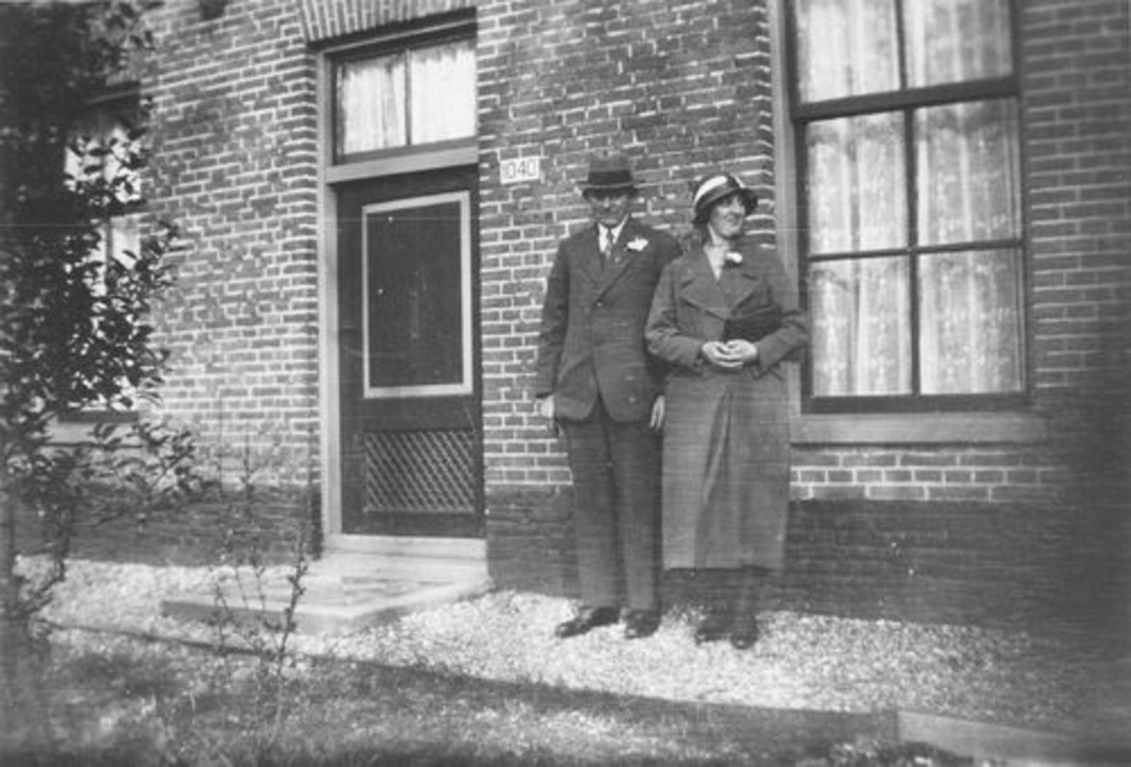 Hulst Adrianus A 1940 trouwt Johanna G Koeckhoven 01