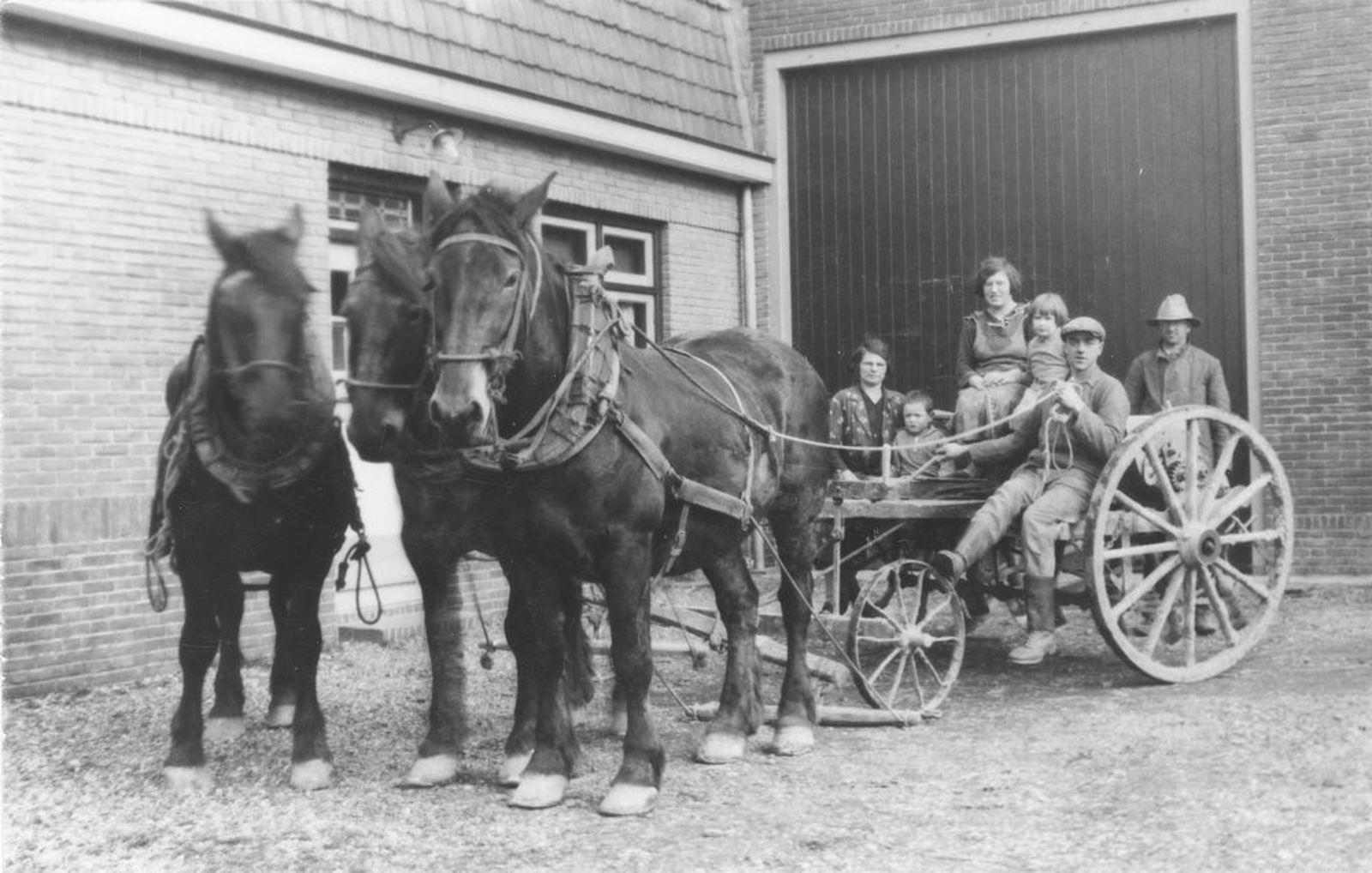 IJweg O 0820 1936 gezin Therus Koeckhoven op Paardensjees