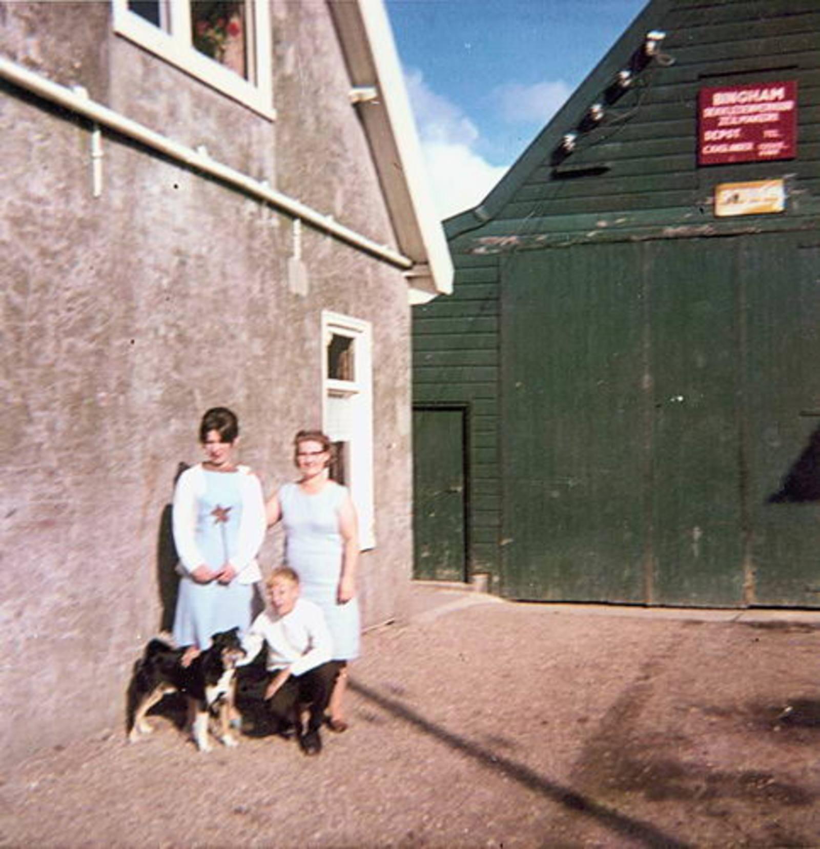 IJweg O 1004 1966 met fam Imanse
