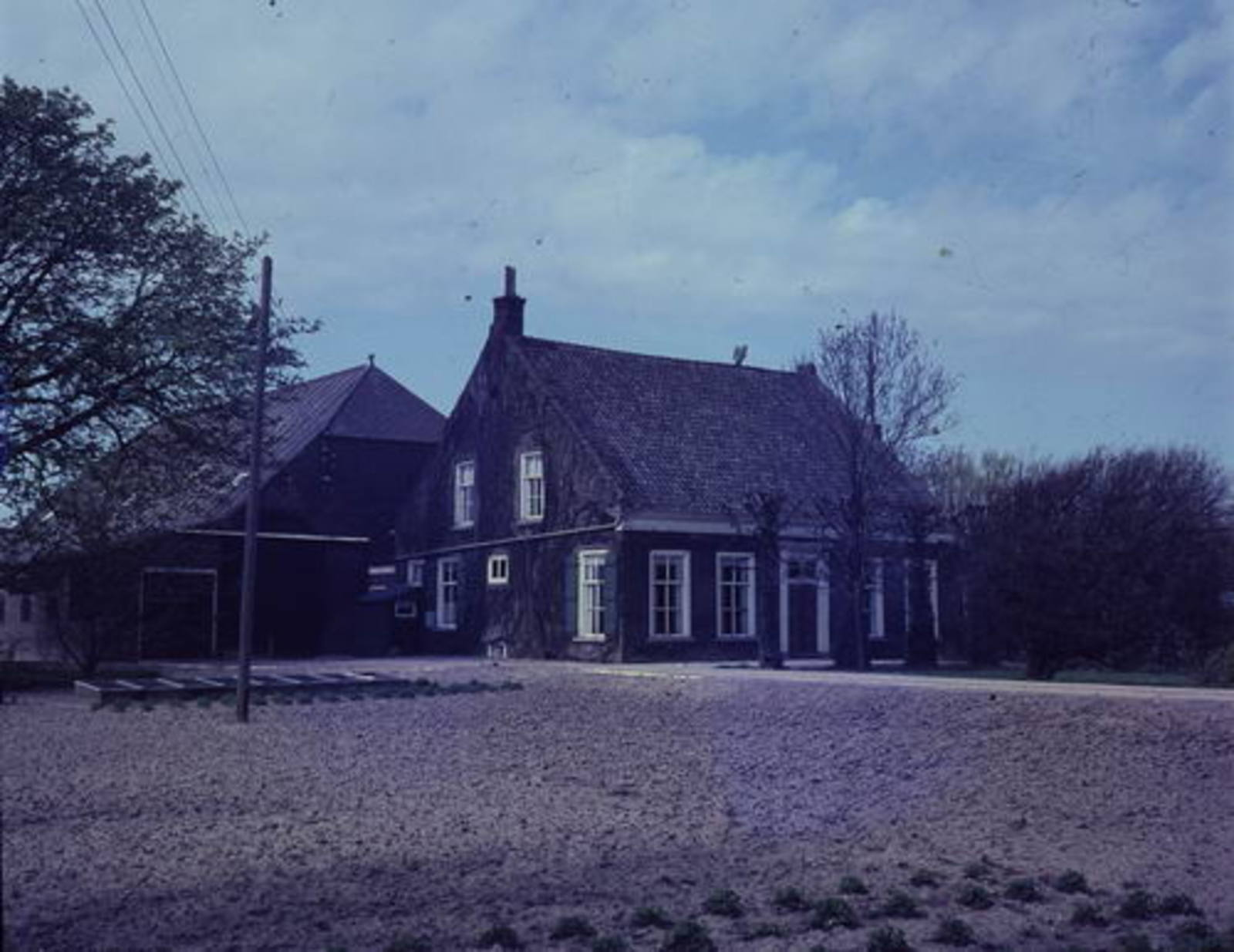 IJweg W 1129 19__ boerderij Huis De Dongen 01