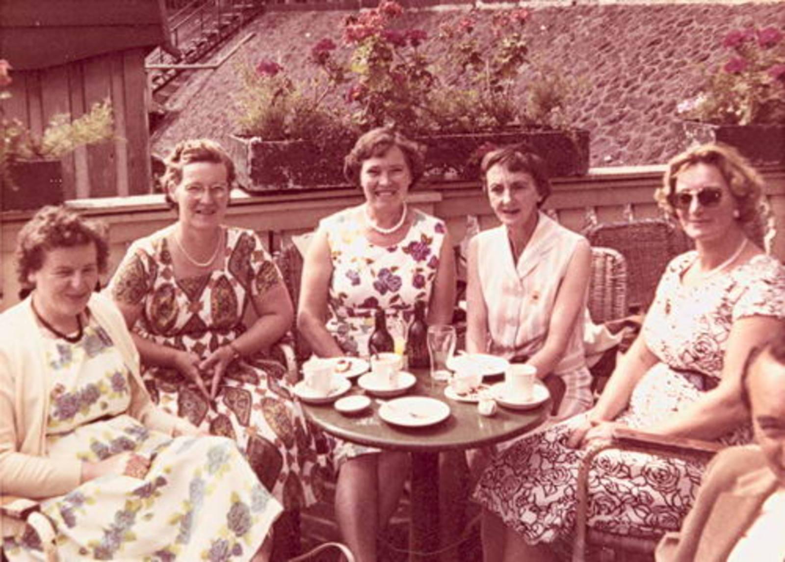 Imanse - Bliek Leentje 1920 1960+ met Kaartclub de Jokervrouwen in Amsterdam 01