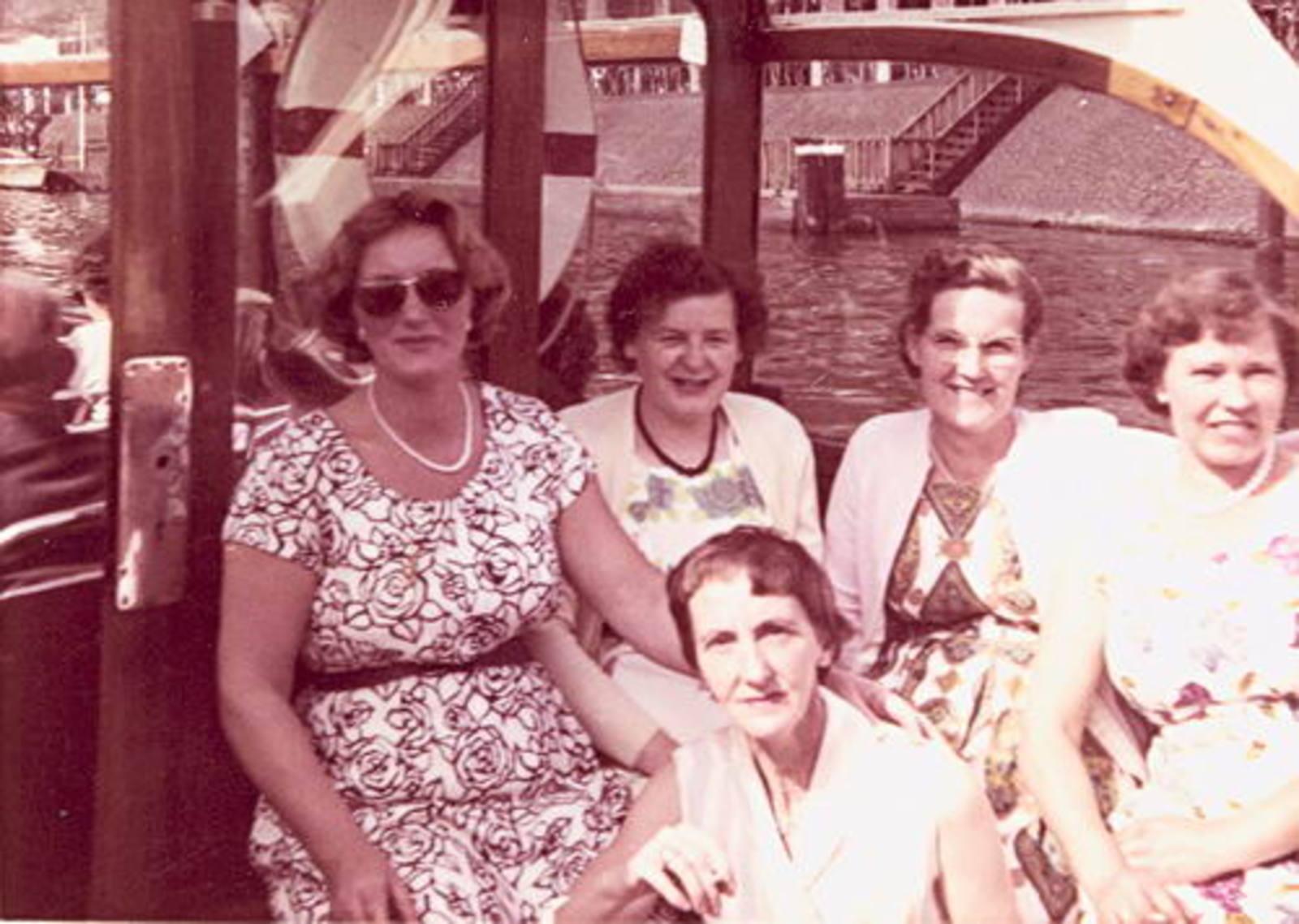Imanse - Bliek Leentje 1920 1960+ met Kaartclub de Jokervrouwen in Amsterdam 02