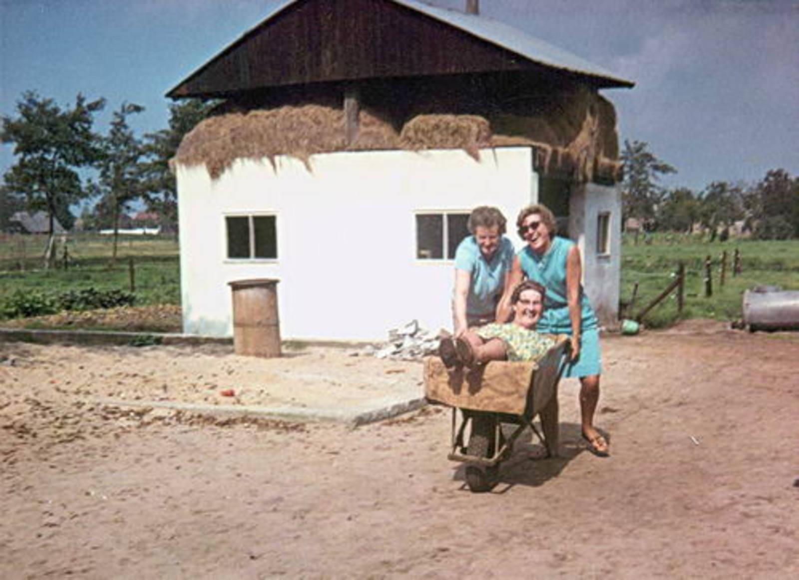 Imanse - Bliek Leentje 1920 1966 met Kaartclub de Jokervrouwen in Putten 02