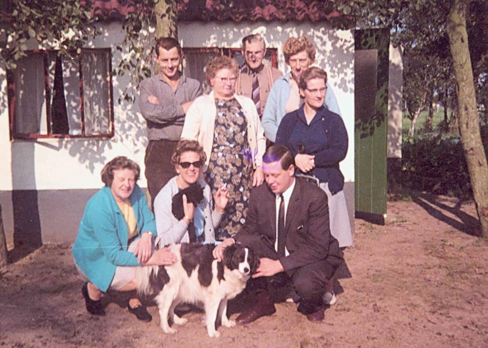 Imanse - Bliek Leentje 1920 1967 10 met Kaartclub de Jokervrouwen in Putten 01