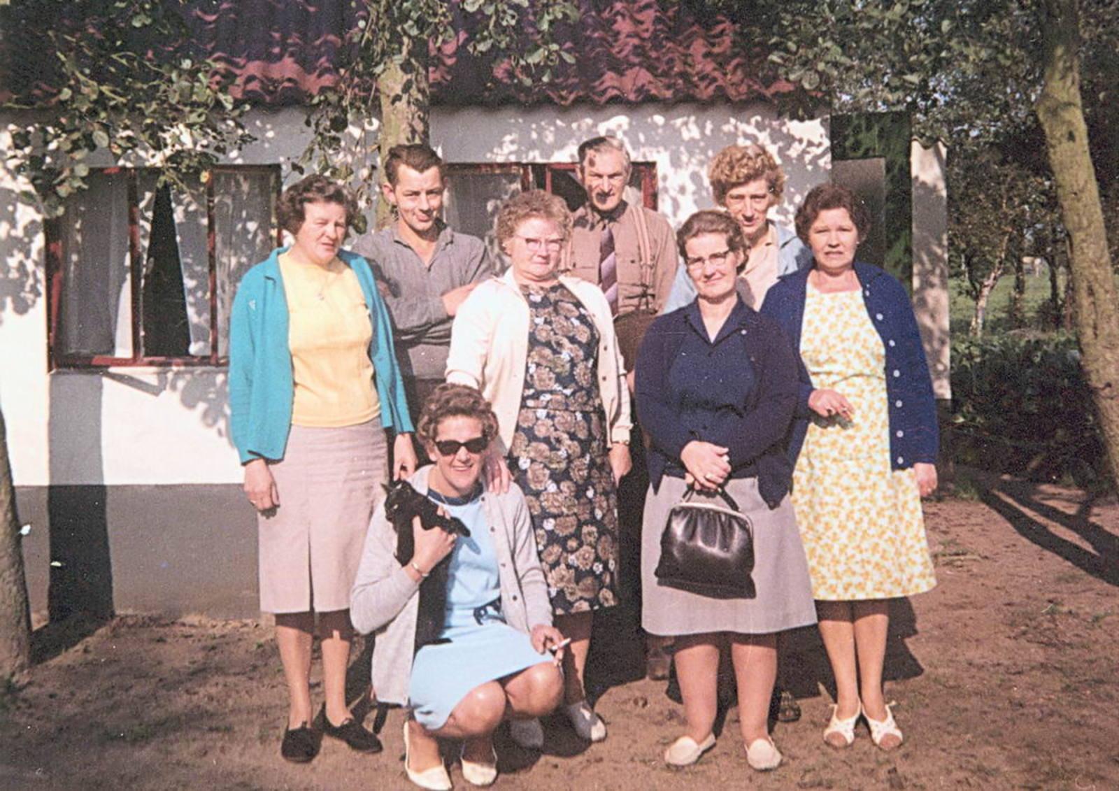 Imanse - Bliek Leentje 1920 1967 10 met Kaartclub de Jokervrouwen in Putten 03