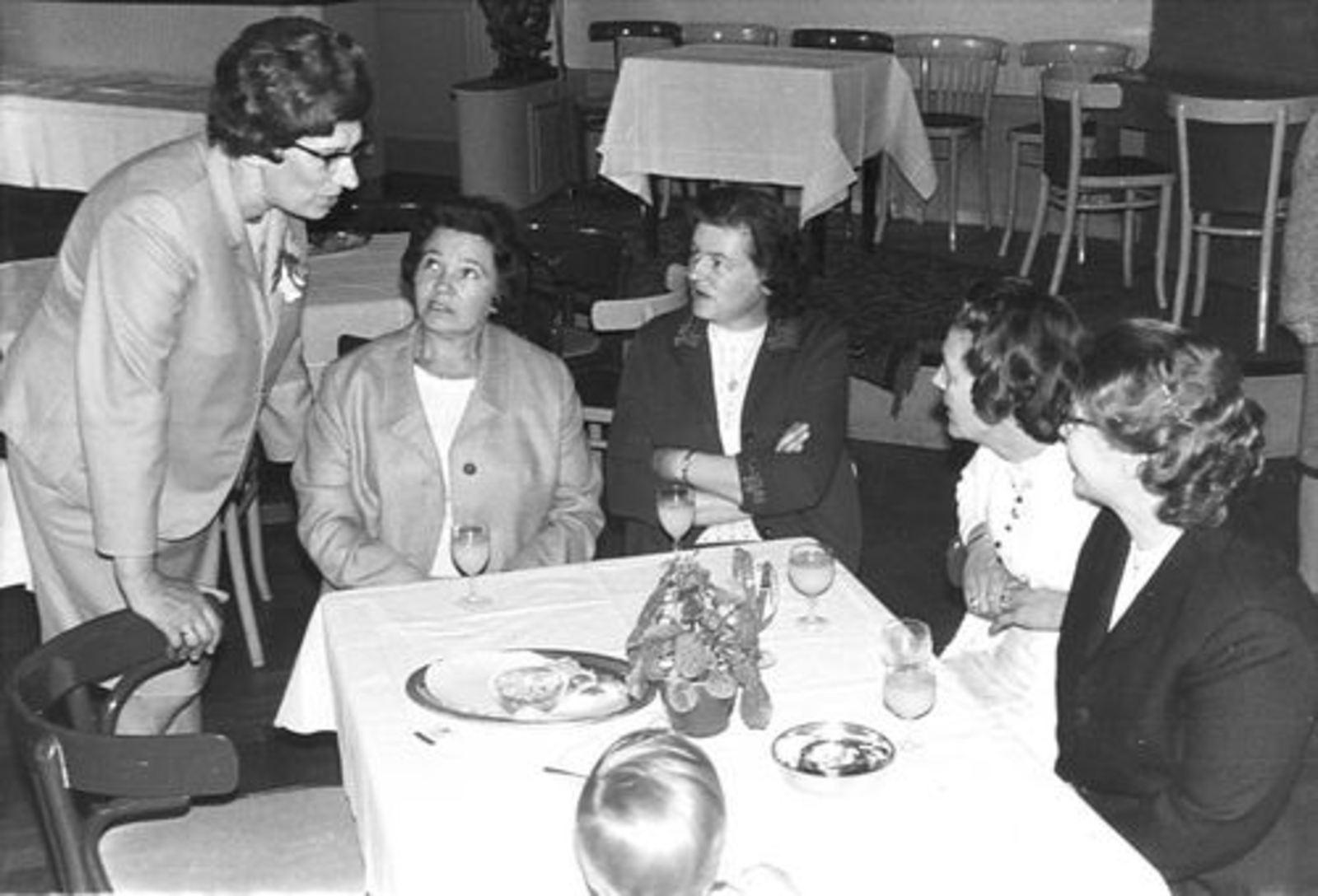 Imanse - Bliek Leentje 1920 1968 met Kaartclub de Jokervrouwen in Putten