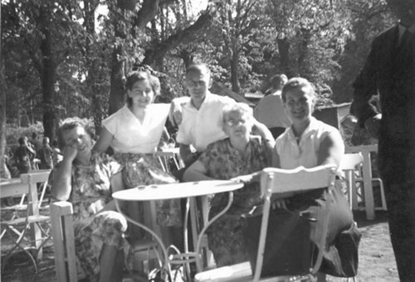 Imanse - Bliek Leentje 1920 19__ Dagje uit v NH Kerk 02