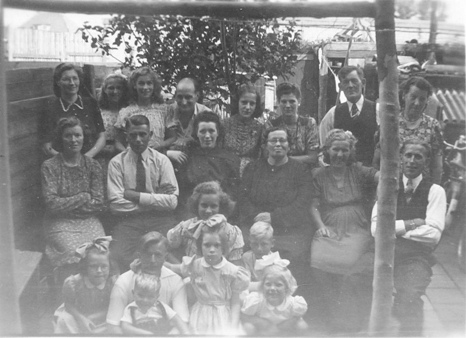 Imanse - Bliek Leentje 1920 19__ met Familie en Onbekenden