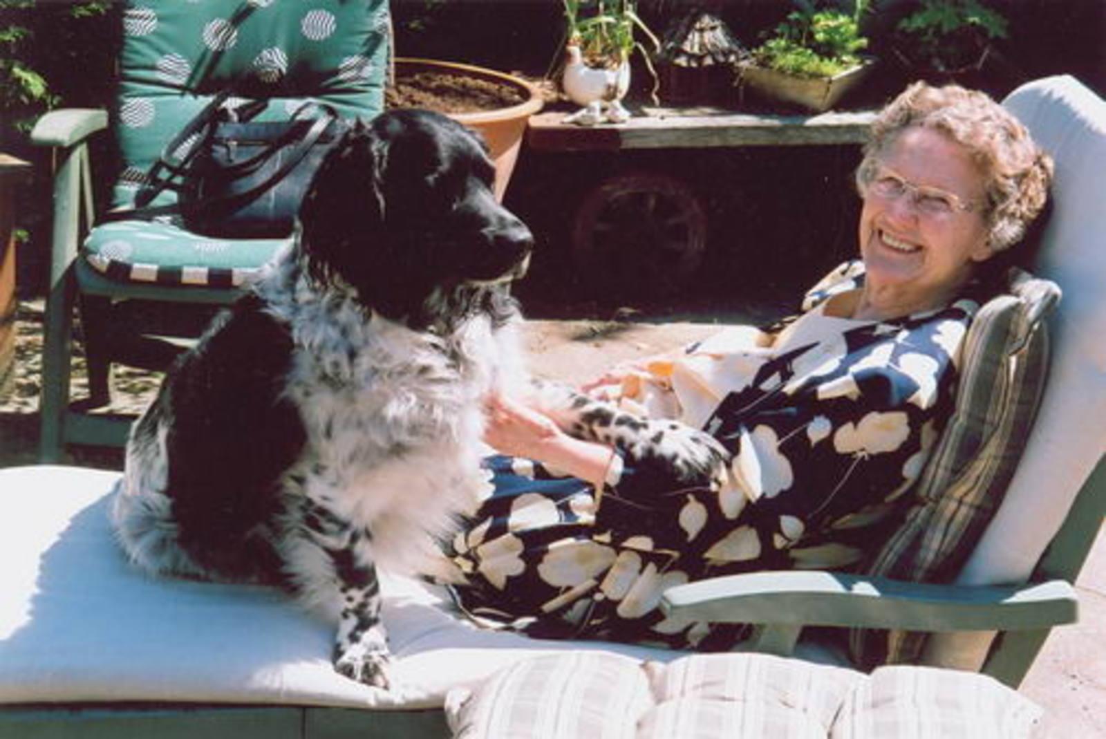 Imanse - Bliek Leentje 1920 2006 buiten op Terras