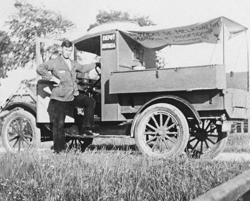 Imanse Henk 1908 19__ bij  Melkauto Bootsman