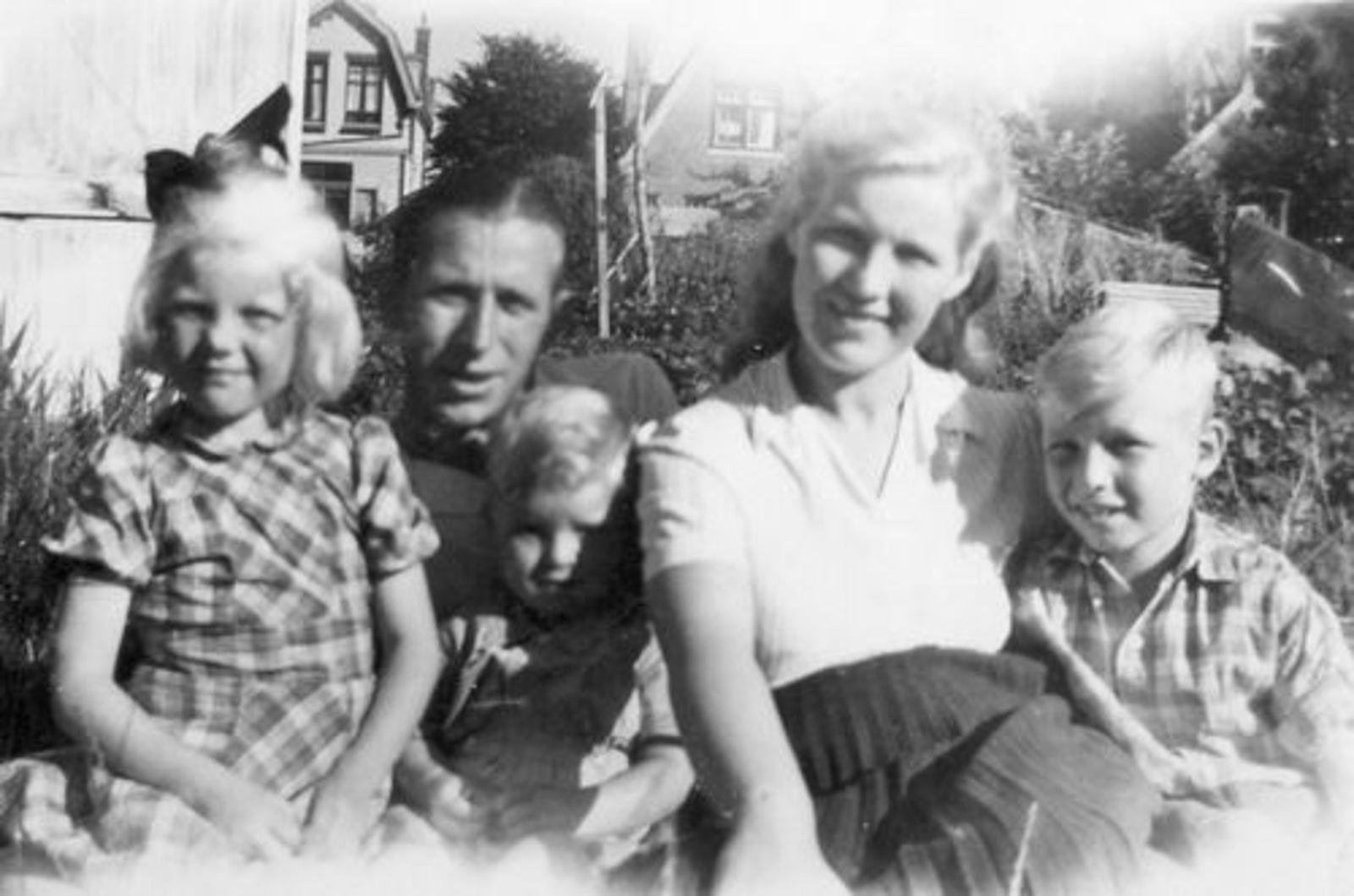 Imanse Iman C 1920 1945 Gezinsfoto in Kruislaan