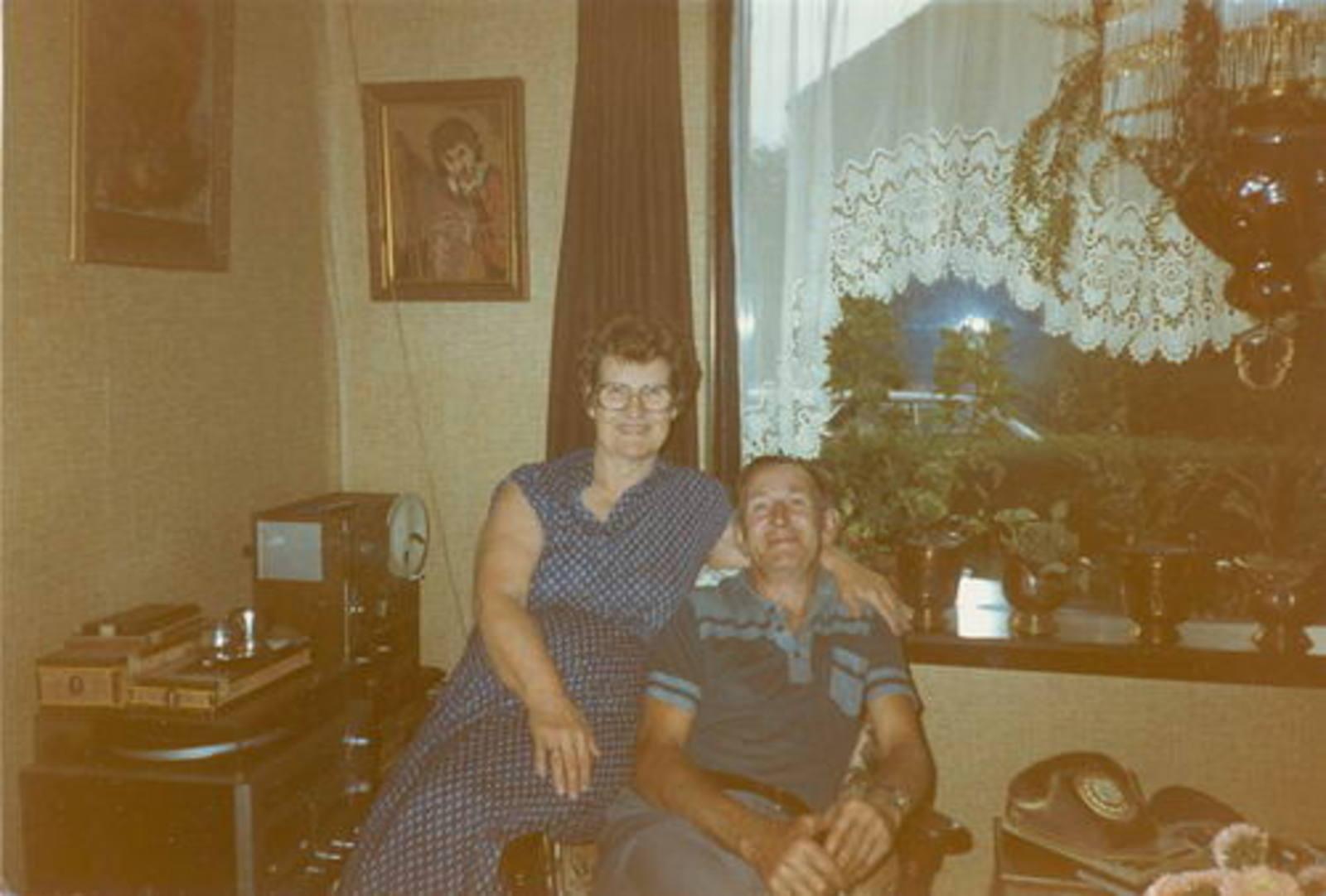Imanse Iman C 1920 1983 binnen met vrouw  Leentje Bliek
