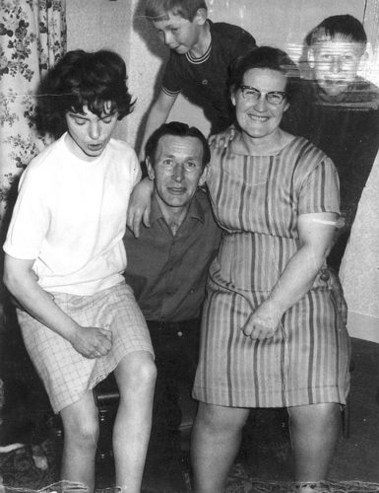 Imanse Iman C 1920 19__ met Gezin en vrouw v Jan Koeckhoven
