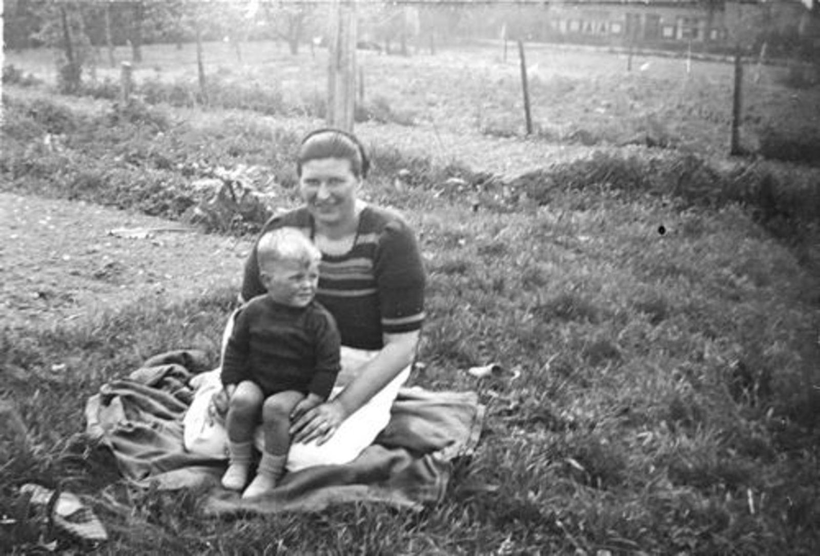 Imanse Jan 1943 1946 op Erf in Kruislaan 04 met Lena Onbekend