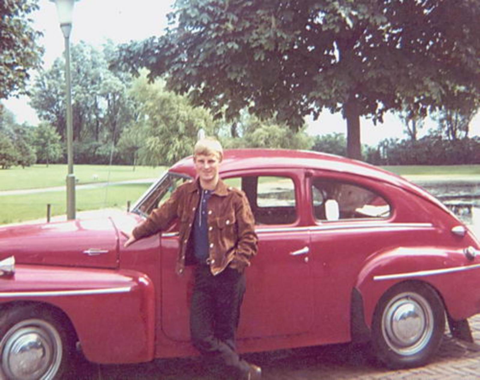 Imanse Jan 1943 1966 bij zijn Volvo Katterug