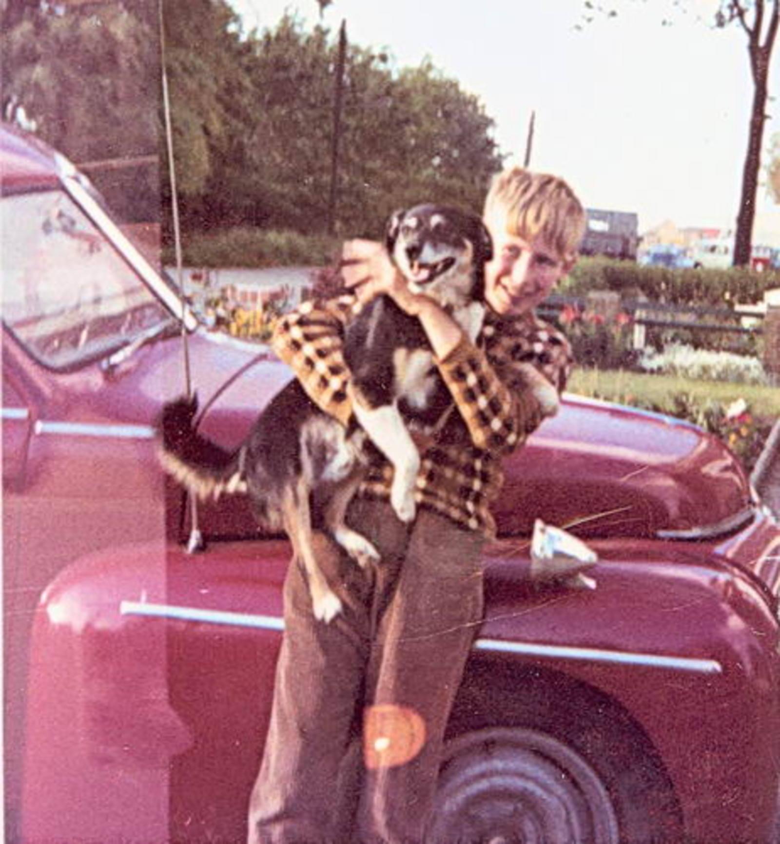 Imanse Ko 1955 1967 met Hond bij Volvo v Jan
