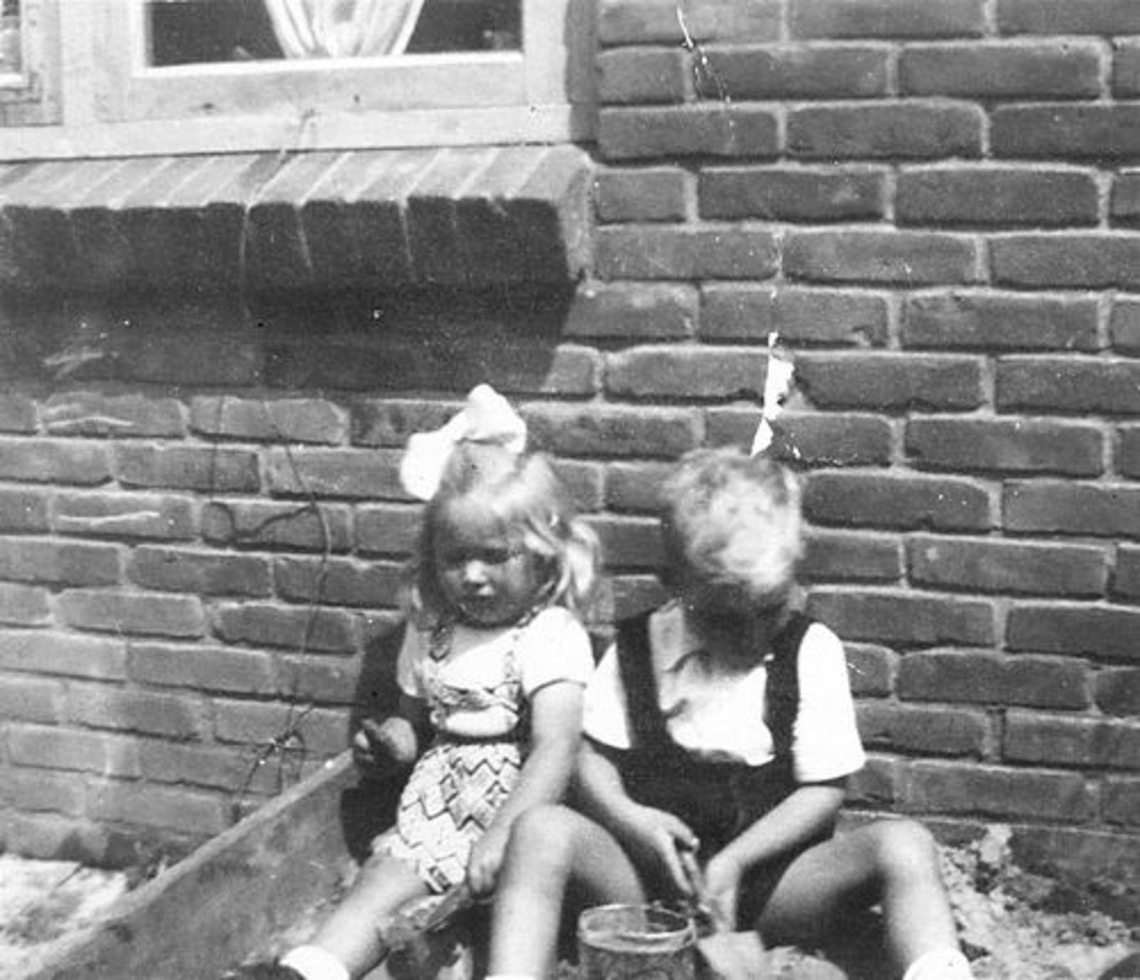 Imanse Ria 1947 195_ met Onbekend Jochie