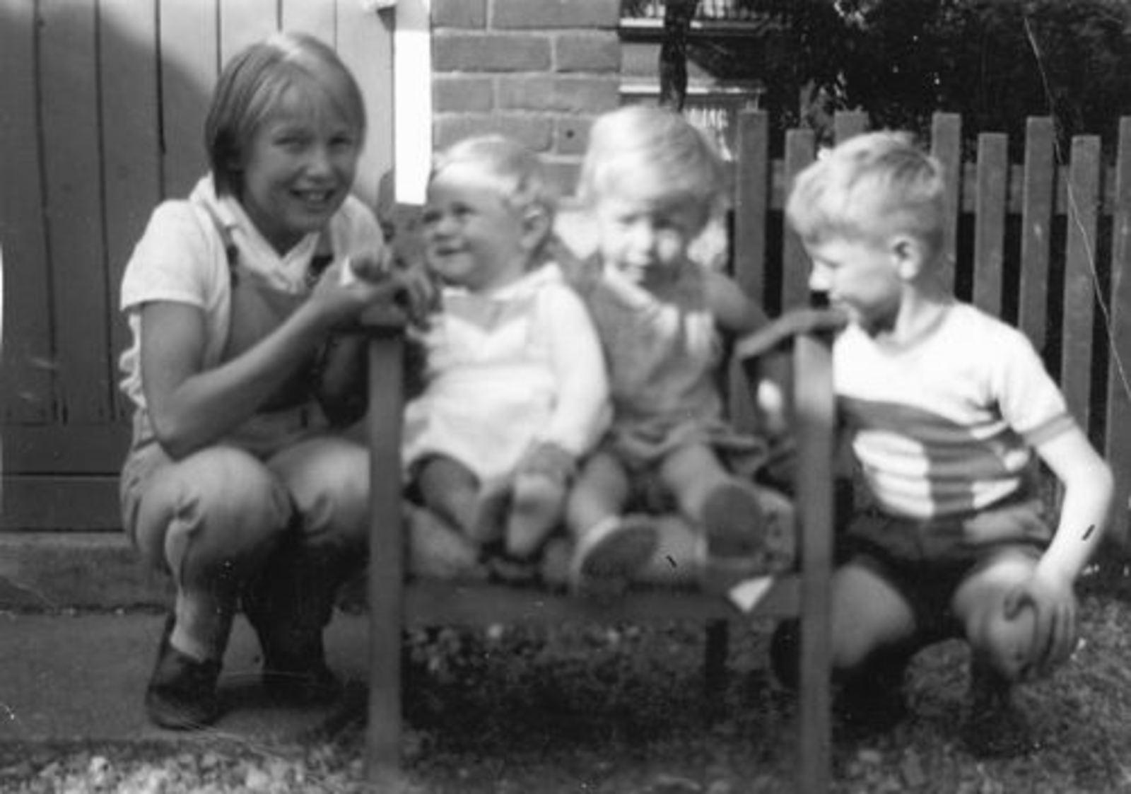 Imanse Rina 1950 1958 met broertjes