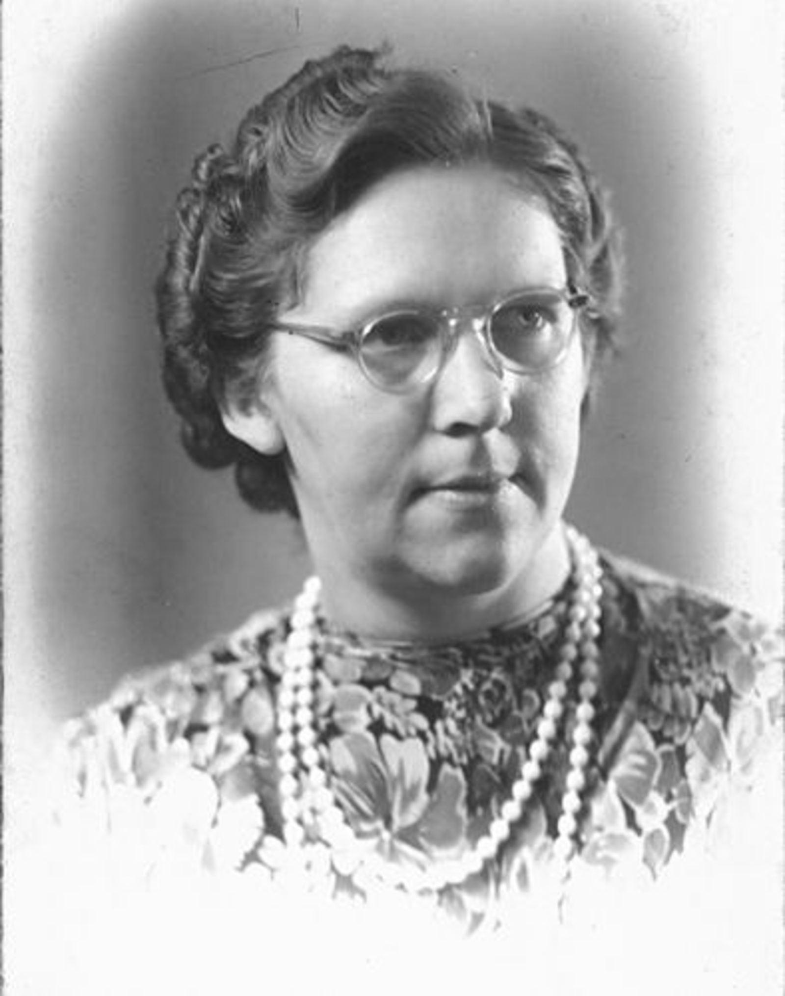 Imanse Sjaak 1910 19__ Portret vrouw Catrien vd Lubbe