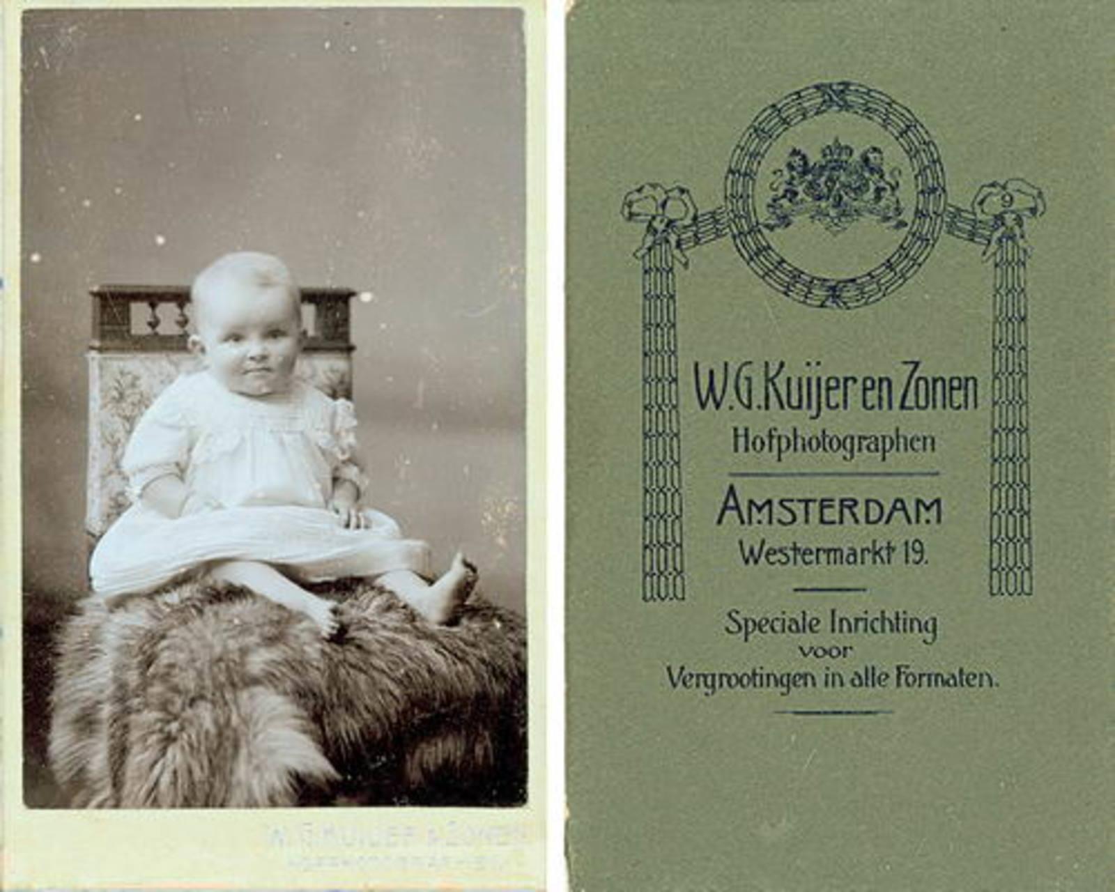 Jansen Jannigje AbrDr 1898± Peuter bij Fotograaf