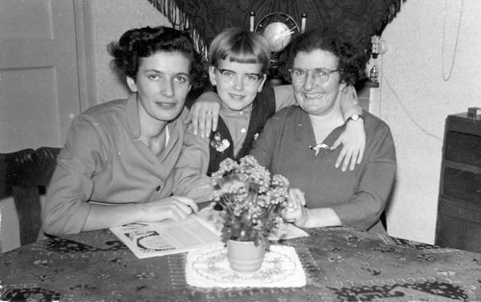 Jong Cornelis de 1950+ Vrouw en Dochters
