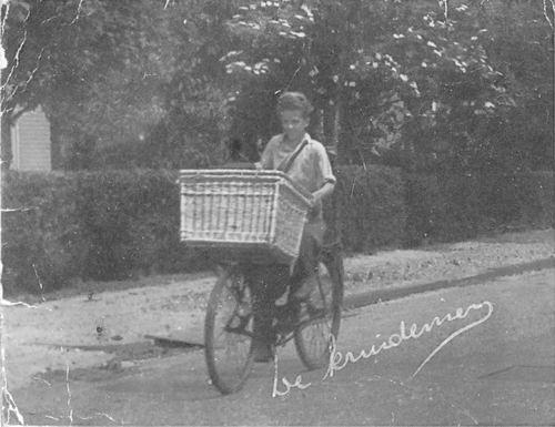 Jong Leen de 1934 1948-49 op Fiets voor Kruidenier Jongejans