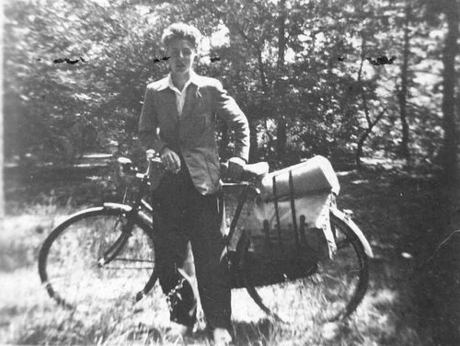 Jong Leen de 1934 1948± met Fiets op Vacantie