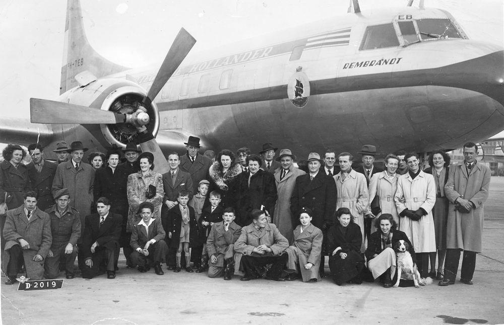 Jong Leen de 1934 195_ op Schiphol bij Convair Vliegtuig