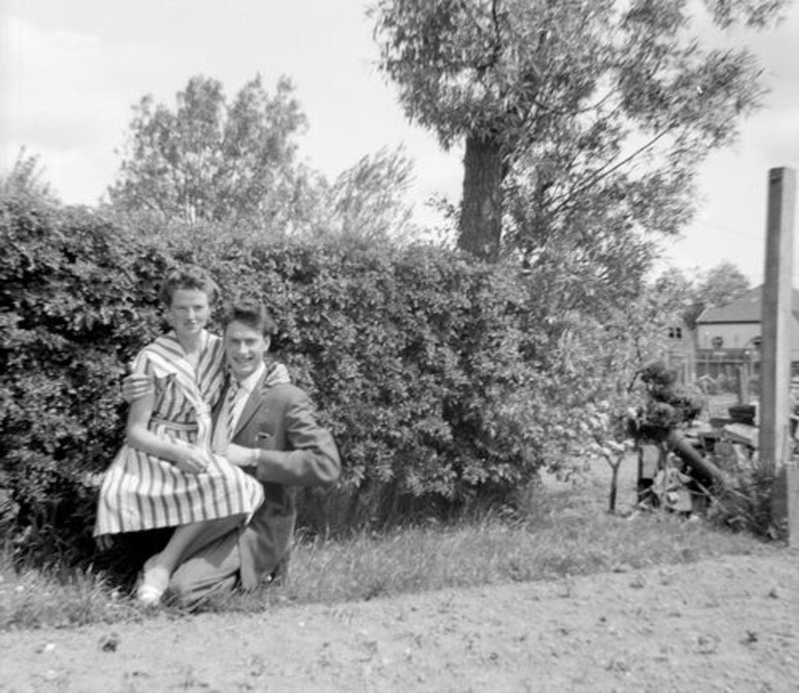 Koeckhoven Cor 1939 1948-61 in Tuin met Joke Koeckhoven-v Tol