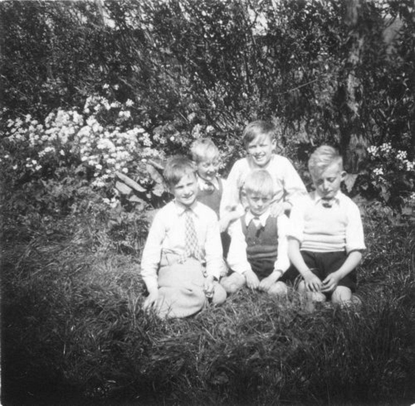 Koeckhoven Cor 1939 1948 in Tuin met Grad en Jan ea 02_2