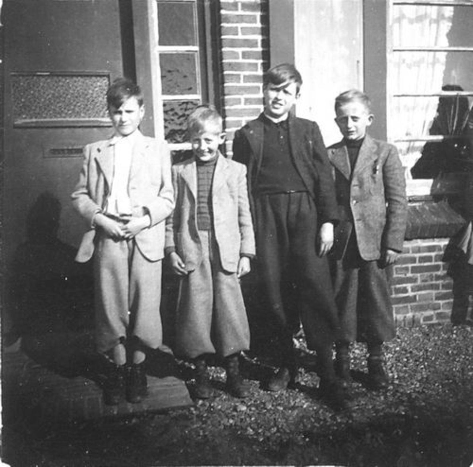 Koeckhoven Cor 1939 1948 met broer Jan en gebr Huijsmans