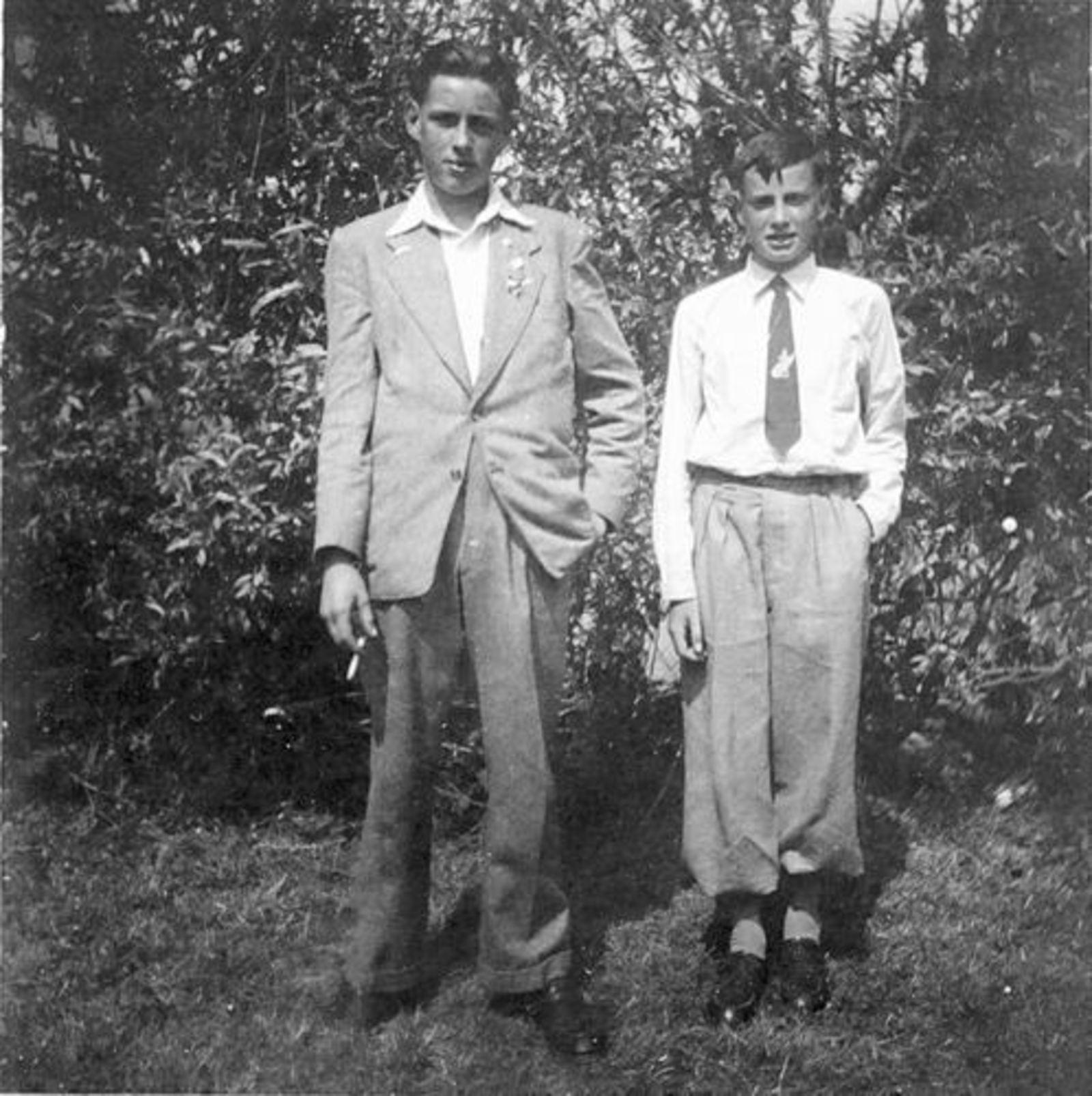 Koeckhoven Cor 1939 1952 in Tuin met broer Jan