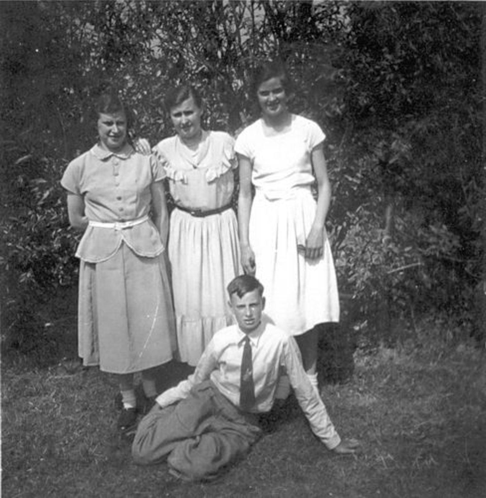 Koeckhoven Cor 1939 1952 in Tuin met Zusters