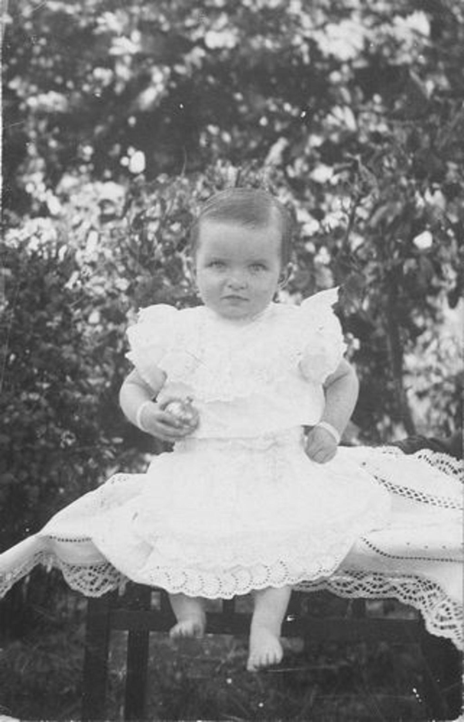 Koeckhoven Piet 1873 1918 dochter Rie als Baby