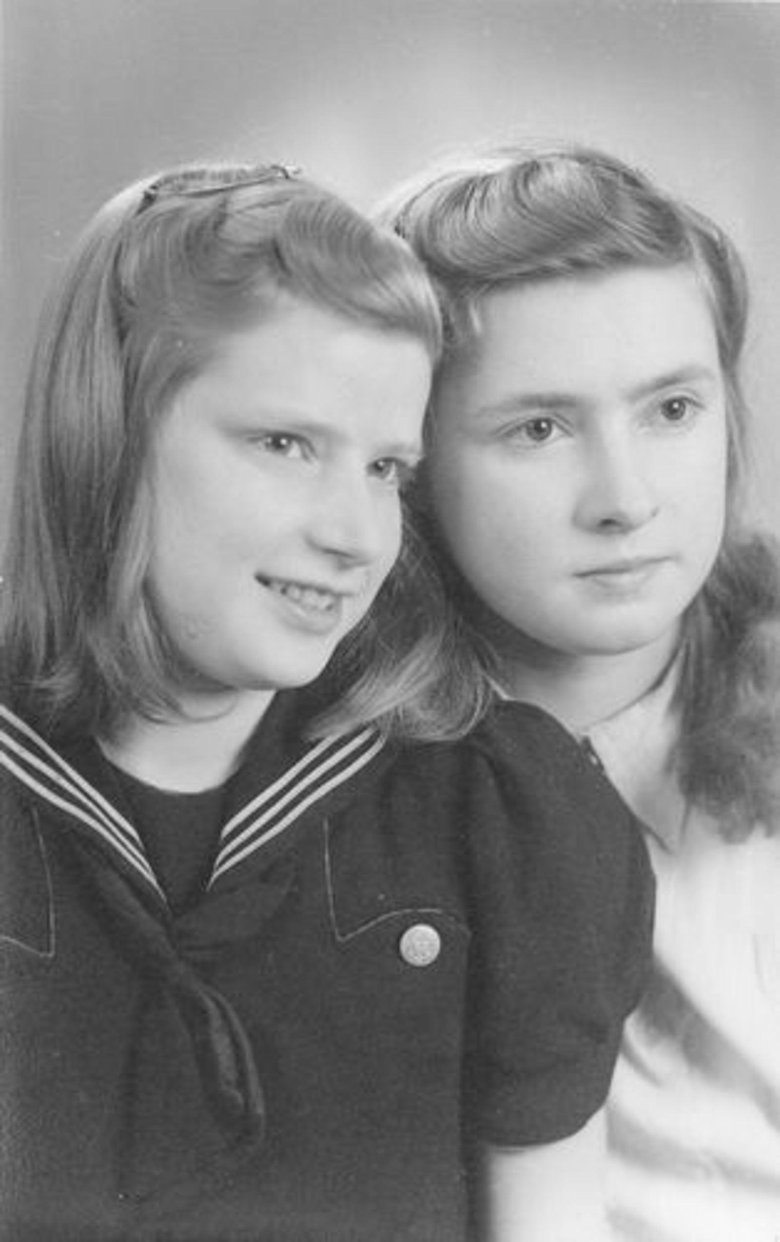 Koeckhoven Ria 1930 1948± met zus Jo