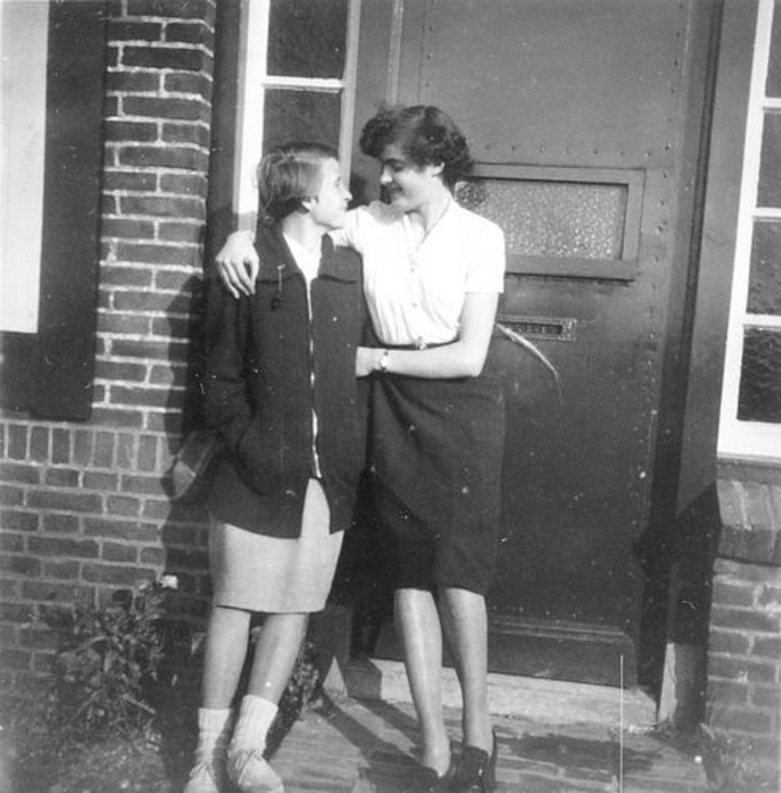 Koeckhoven Ria 1930 1953 met Corrie Resoort in Fortweg 02