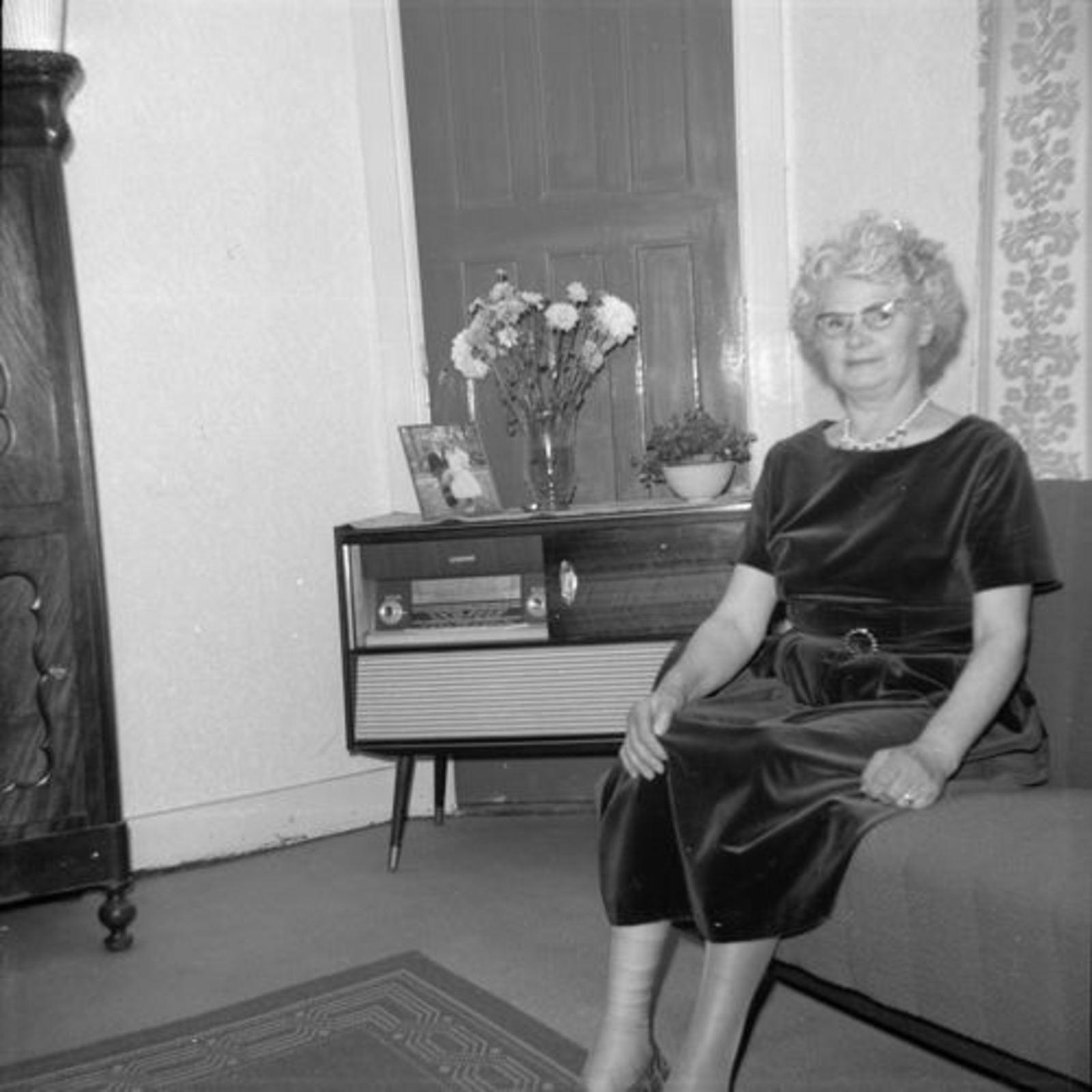 Koeckhoven Therus 1964-65 binnen met Vrouw 02