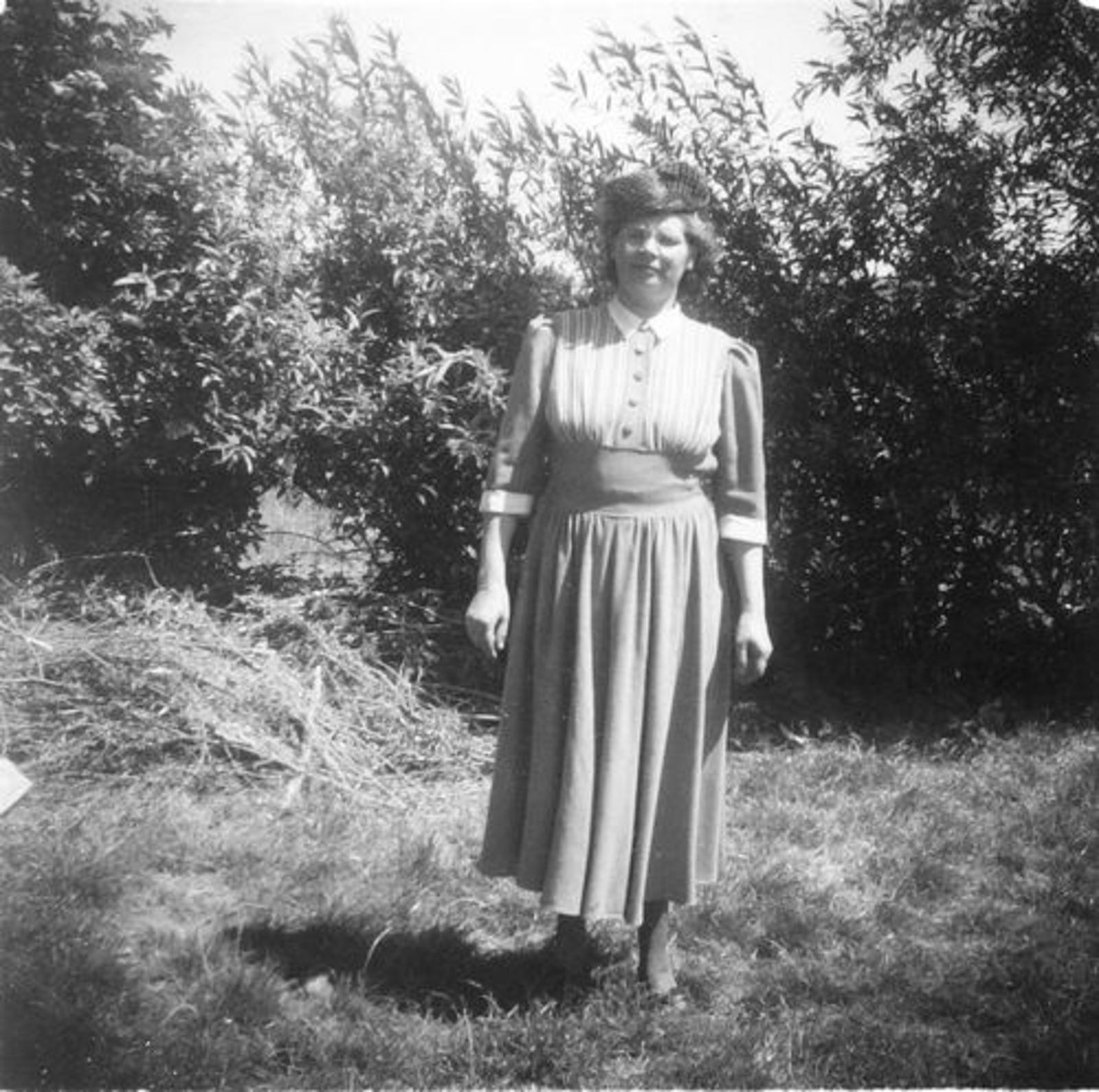 Koeckhoven Therus Janzn 1899 1950 vrouw Bep Adriaanse in Tuin
