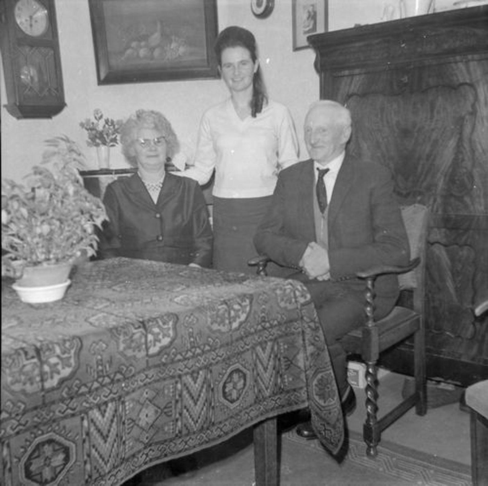 Koeckhoven Therus Janzn 1899 1963 binnen met vrouw Bep Adriaanse