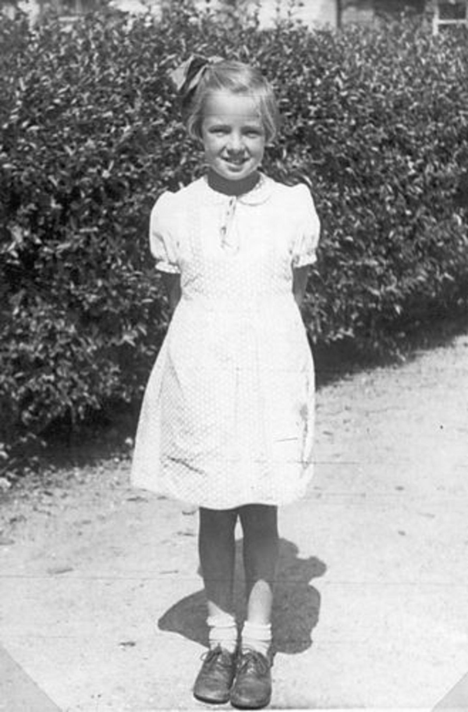 Koning Anna E C de 1940± Poseert voor Heg