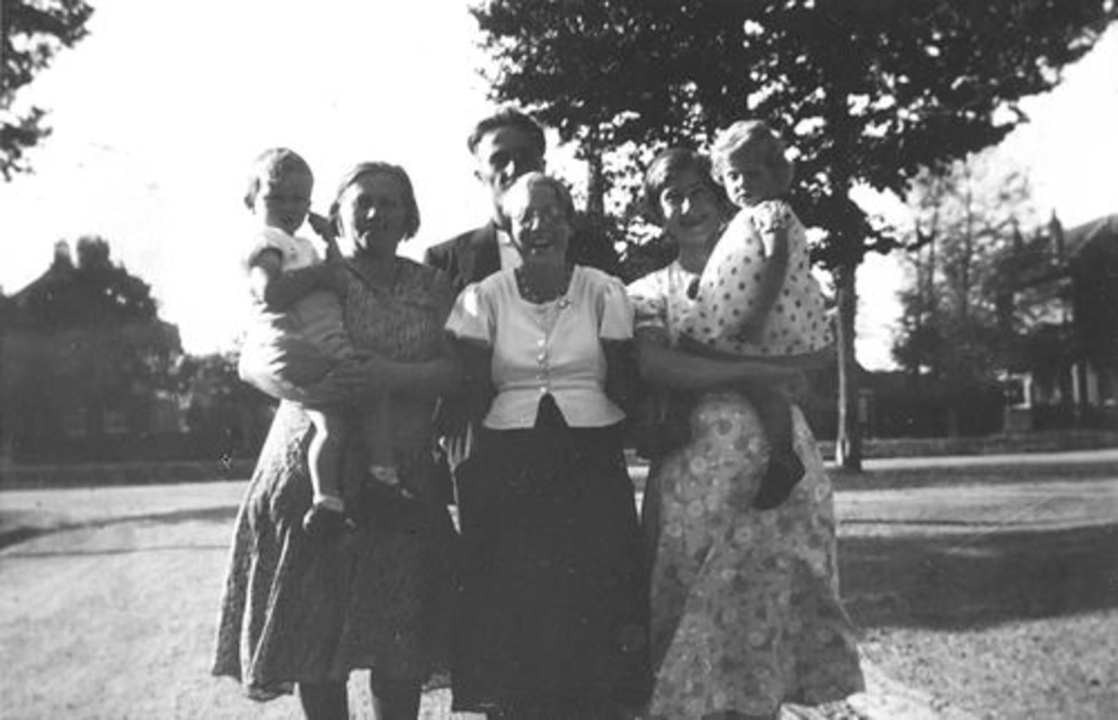 Koning Joop de 1930 1931± met bezoek gezin oom Hannes Tichelaar